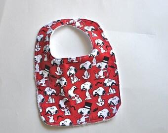 ON SALE Snoopy Baby bib, Snoopy Bib, Peanuts baby bib, Charlie Brown baby bib, Peanuts bib, Charlie Brown bib, Terry cloth bib,  Snoopy Must