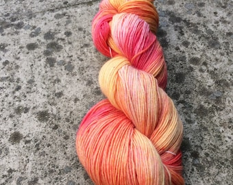 """Hand Dyed 4ply Sock Yarn """"Peaches""""  100g 420m 75/25 One Of A Kind"""