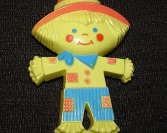 Vintage 1975 Avon Peter Patches Pin Pal Fragrance Glace scarecrow brooch pin - CUTE!