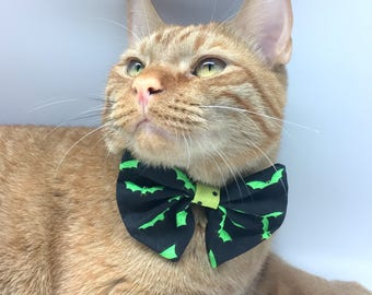 Bow tie collar attachment for cats and small dogs, green bats halloween vampires
