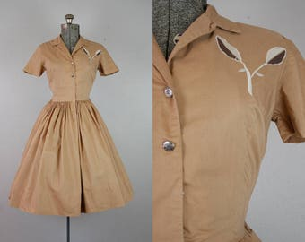 1950's Brown Shirtwaist Dress with Embroidery / Size Small