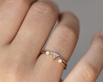 ON SALE Trillion Wedding Set, Dual Diamond Ring, Minimalist Wedding Ring Set, Trillion Ring Set, Open Wedding Ring, Triangle Diamond Ring