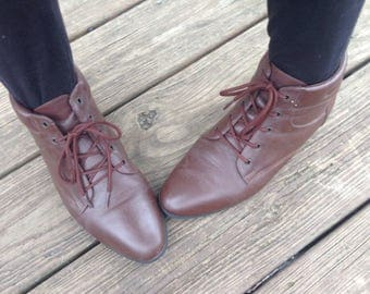 Vintage Brown Leather Ankle Boots Granny Boots Pixie Boots 80s 90s Size 8.5 Made by Alpine Woods