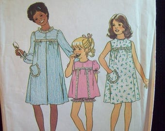 Girls Nightgown, Shorty Pajamas, and Robe 1970s Simplicity Pattern 7509 Size 8