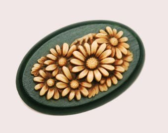Celluloid Flower Brooch  - Creamy Brown  early plastic - Green wood - Oval Floral  Pin
