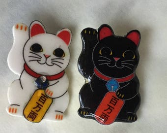 MANEKI-NEKO Handmade Plastic Beckoning cat Lucky cat Brooch