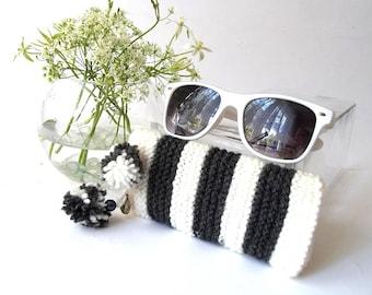 Glasses Case, Reading Glasses, Eyeglasses or Sunglasses Holder. Glasses Case in White and Black with Two Pom-Poms and Vintage Gold Seashell.