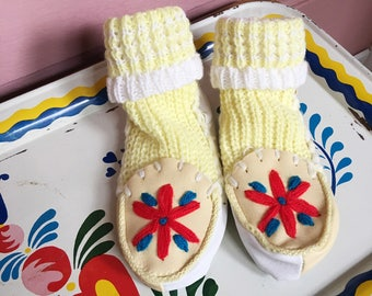 Vintage knit booties/moccasins /slippers baby toddler booties, house slippers-embroidered moccasins size 5.5 shoe 12-24Months