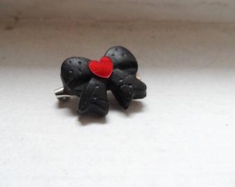 Small black bow pin love