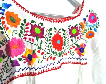Bright floral blouse Mexican clothes  fiesta Mexicana white gauze  70s top bohemian blouse embroidery  embroidered  mexico ethnic  peasant