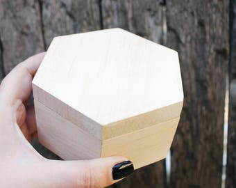 Hexagonal unfinished wooden box - 100 mm- with cover - natural, eco friendly