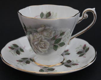 "ROYAL STANDARD Bone China Teacup and Saucer Set ""White Rose"" 2824"