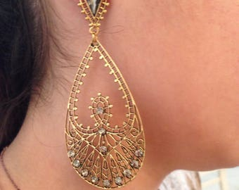 Long romantic earring - antique plated oval gold plated element with shining rainsotne