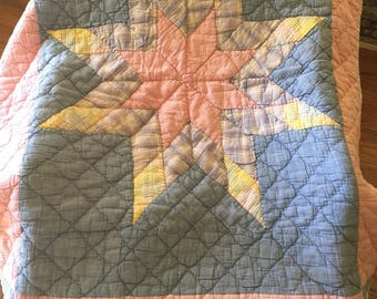 Baby Quilt Vintage in excellent condition