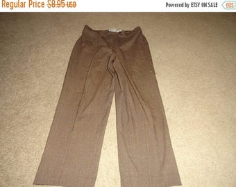 50% OFF Size 14 Petite Vintage pants with 34 inch waist 28 inch inseam Polyester