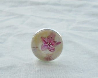 Pink flower cabochon ring