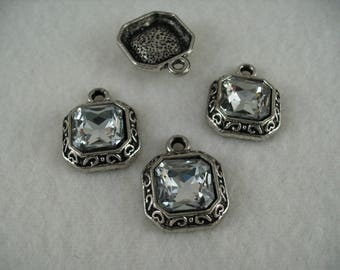 Pendant, divl, 4 pieces  (1257)