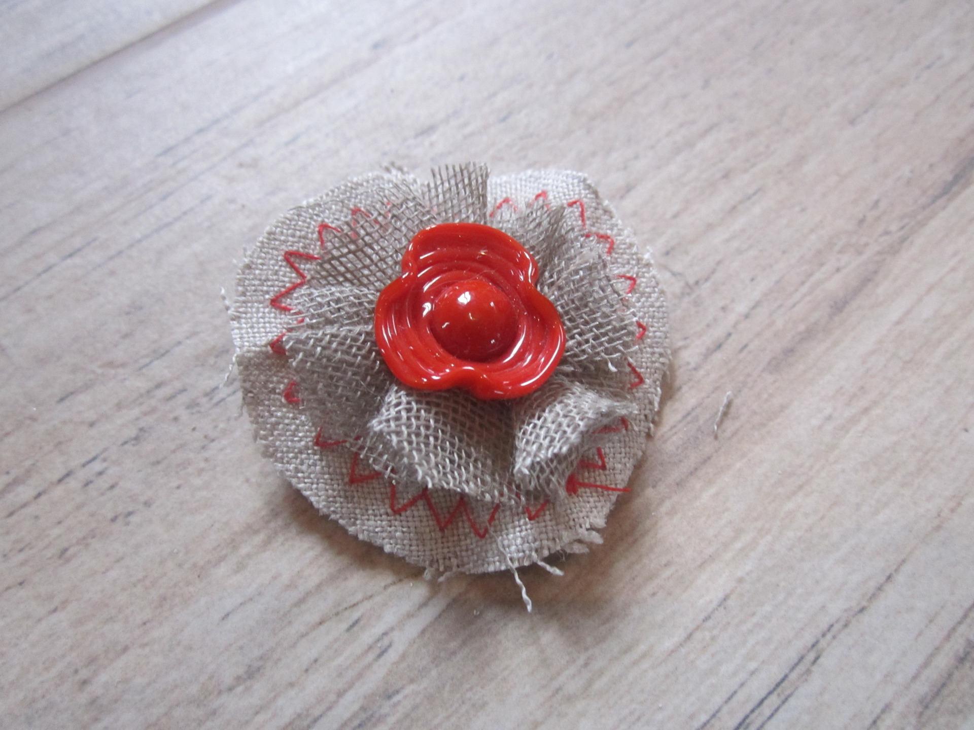 Spindle spun fabric backing Lampwork Murano glass bead