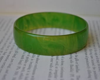 Vintage Green Bakelite Bangle - 1930s Apple Green Bakelite Bracelet