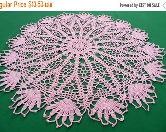 25% SUMMER SALE Vintage pink Crocheted round Doily crochet Tray cloth Floral pattern  table topper 70s