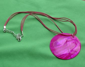 Retro Fuchisa Colored Dyed Mother Of Pearl Pendant Rope Necklace