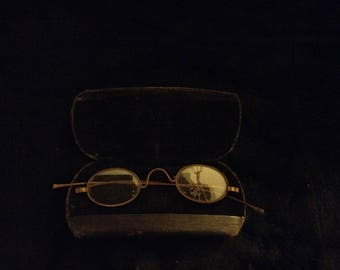 Vintage wire glasses with original case