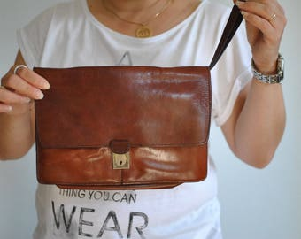 Vintage LEATHER CLUTCH .........(302)