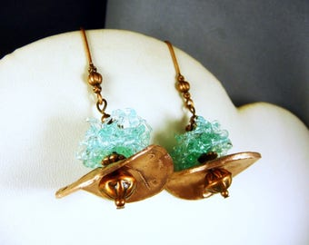 Earrings in copper and spun glass beads