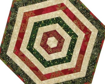 Christmas Quilted Table Topper, Reversible Hexagon Holiday Table Mat, Red Green Cream Gold Candle Mat, Quiltsy Handmade