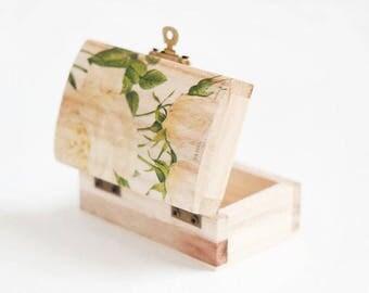 "Wedding Ring Box, Small ring box for wedding with roses ""Romantic White Rose"", Ring Bearer Box, Ring Box, Engagement Ring Box, Rustic Box"