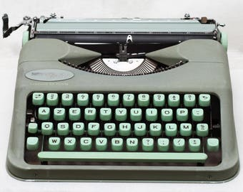 Hermes Baby Manual Ultra Portable Typewriter With Top Case & Fresh New Ribbon Made in Switzerland 1950s French AZERTY Keyboard RARE