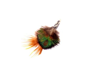 Peacock: 1 pendant with natural peacock feathers and pheasant on Horn 81 mm height x 47 mm wide approx
