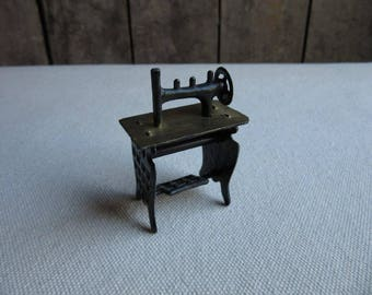 Haunted Dollhouse Sewing Machine with Table, Vintage Haunted Doll House Furniture, Black Metal Sewing Machine, Spooky Miniatures, Gothic