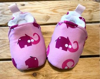 Chaussons souples éléphants roses bébé, jersey et simili cuir pour la semelle