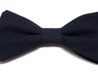 Bow tie with straight edges