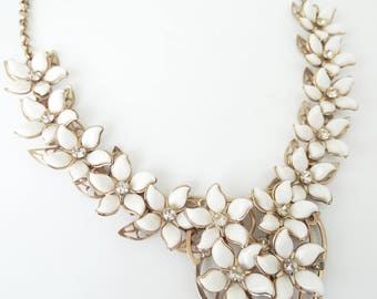 White Flowers and Rhinestones Rivet Set Necklace