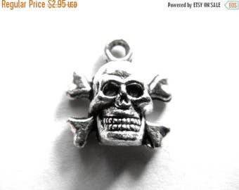 HALF PRICE 10 Silver Skull and Crossbones Charms