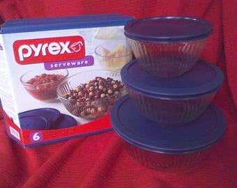 Pyrex Sculptured bowl Set with lids, glass storage bowls, mixing bowls, never used,nesting bowls