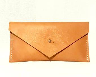 Envelope clucth