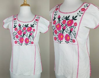 Vintage embroidered tunic with pink flowers Mexican
