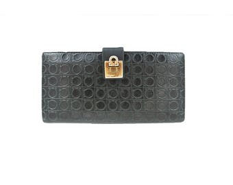 Salvatore Ferragamo leather Wallet embossed pattern with clasp - Vintage Dark Green