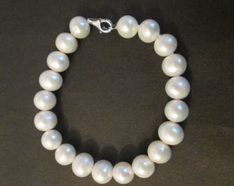 Freshwater pearl bracelet with sterling silver lobster claw clasp
