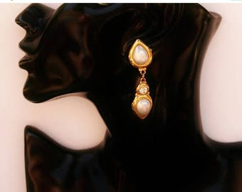 Vintage Pearl Drop Earrings // Ladies Clip On Earrings // 80's Catwalk Fashion // Made In England // Gold & Swarovski Crystal