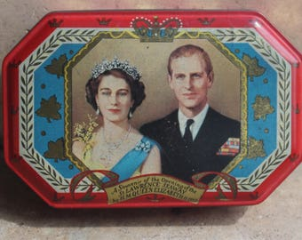 Vintage Royal Souvenir Tin, HM Queen Elizabeth II and Prince Philip, Commemorating the Opening of The St Lawrence Seaway, 1959