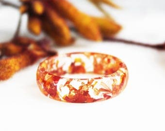 Nature Resin Ring Band with Pressed Strawflower Petals and Gold Flakes - Orange Ring - Nature Inspired Jewellery - Wearable Plants