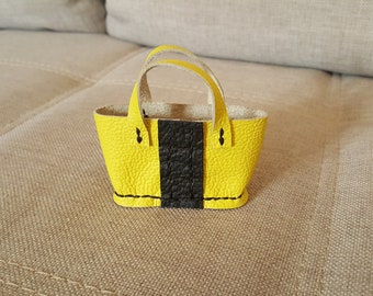 Decorative basket in yellow and black leather