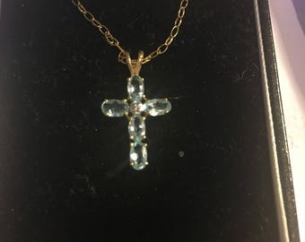 "Stunning 9ct yellow gold and aquamarine cross pendant with 17"" yellow gold chain"