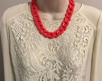 Fuchsia Hot Pink Chunky Chain Link Resin Housewife Statement Necklace
