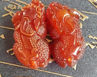 """Natural genuine red agate chalcedony lucky """"snakeskin"""" 貔 貅 pendant couple models sweater chain couple pendant jade pendant"""