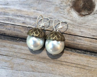 Bronze Acorn Pearl Earrings, Bridesmaids Earrings, Acorn earring, Wedding Earrings, Bridal gifts, Wedding Gift, Gifts for her, Pearl Acorn
